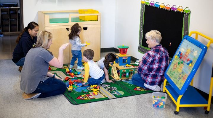 Parents and children playing together in Buddy Bunch program